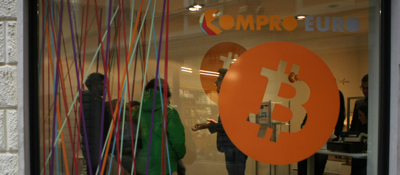 ITALY-BITCOIN-COMPRO-EURO-CRYPTOCURRENCY